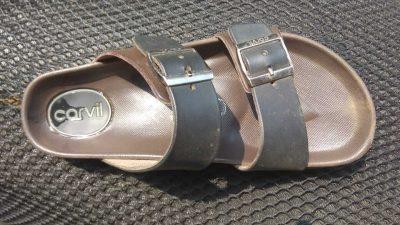 cerita sepasang sandal